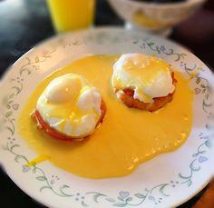 Paleo Eggs Benedict My favorite brunch food! Eggs Benedict Recipe, Egg Benedict, Paleo On The Go, How To Eat Paleo, Omelettes, Paleo Breakfast, Breakfast Recipes, Breakfast Cups, Free Breakfast