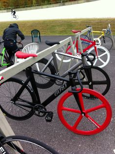 As a beginner mountain cyclist, it is quite natural for you to get a bit overloaded with all the mtb devices that you see in a bike shop or shop. There are numerous types of mountain bike accessori… Fixi Bike, Fixed Gear Bicycle, Motorized Bicycle, Buy Bike, Road Bikes, Cycling Bikes, Road Cycling, Bici Fixed, Bike Style