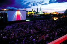 Film night at the Elbe river banks