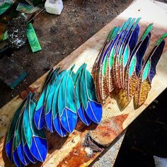 On the workbench today. Classics and Diamondeye feathers with a break of sun.Hang one of these handcrafted, stained glass feathers in a window to catch the light. Stained Glass Ornaments, Stained Glass Birds, Stained Glass Suncatchers, Stained Glass Designs, Stained Glass Panels, Stained Glass Projects, Stained Glass Patterns, Tadelakt, Mosaic Glass