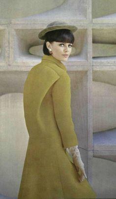 .1963 coat Pierre Cardin. 1960s fashion images