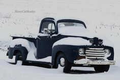 I love old trucks!  I learned to drive a stick on my dad's vintage Studebaker.