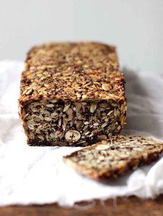 Comment cuisiner avec graines de chia ? Découvrez notre recette de pain low carb avec des graines de chia. /// #aufeminin #pain #recette #recettedepain #recettelowcarb #lowcarb #painmaison #grainesdechia #painfacile