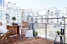 Fashion simple small apartment balcony design effect picture 2016