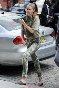 Gigi Hadid Daily — theres nothing i love more than when everyone...