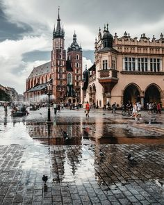The first city I visited in Poland was Krakow, and here you can see its most famous landmark, Rynek Główny, or main city square Places To Travel, Places To See, Travel Around The World, Around The Worlds, Poland Travel, Italy Travel, Krakow Poland, Warsaw Poland, Future Travel