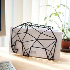 ゾウ デスクトップ&ウォールラック 一本のワイヤーが描くオブジェのようなインテリア by Shadow Wire