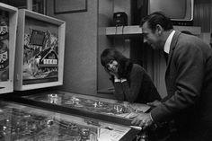 YVES MONTAND ET GENEVIÈVE BUJOLD, 1965 - La galerie photo ParisMatch.com