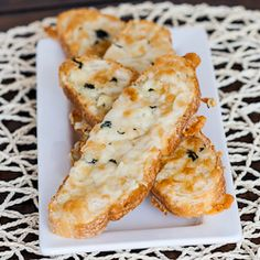 Garlic Cheese Bread - what's not to love about this? It's garlicky, it's cheesy, it's yummy!