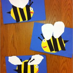 Bees-Kindergarten Art- cut and paste (art teacher: v. giannetto) background draw/cut out bee body draw/cut out wings draw/cut out stripes teacher hands out stingers, eyes and smile Insect Crafts, Bug Crafts, Kindergarten Art Lessons, Art Lessons Elementary, Kindergarten Crafts, Preschool Crafts, Crafts For Kids, Arte Elemental, Bee Art