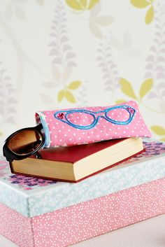 Introducing... lunchtime makes! Sew magazine now has great projects that you can make in no time, like this sophisticated glasses case (Sew June, issue 60)