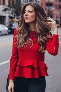 Amazingly Popular Hairstyles And Haircuts This Winter Natural waves with a red top and red lipstick is a fashion win Fashion 2018, Look Fashion, Fashion Beauty, Autumn Fashion, Fashion Outfits, Blazer Fashion, Fashion Women, Office Outfits, Fall Outfits