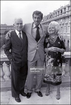 Jean Paul Belmondo and his mother and father in Paris France on September 23 Hollywood Icons, Golden Age Of Hollywood, Thomas Man, Sophia Loren Images, Cinema Tv, Star Family, Delon, Jean Luc Godard, Celebrity Stars
