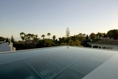 Fascinating Home Completed with Pool Designed in Transparent Sturdy Glass Floor : Pool In The Rooftop Like An Cean With The Sky View On Top ...