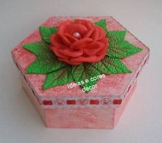 Caixa decorada Trousseau Packing, Samara, Paper Quilling, Plastic Canvas, Decoupage, Cactus, Decorative Boxes, Gift Wrapping, Ribbon Crafts
