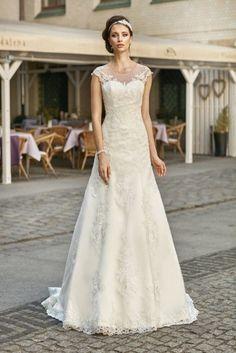 Mari Jose  - vestito da sposa semplice con maniche corte in tulle e pizzo, chiusura a bottoncini