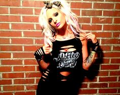 motley crue diy shirt/ sexy ripped and slit rocker chick mini-dress black… Rocker Chick, Rocker Girl, Ripped Shirts, Sexy Shirts, Cut Shirts, Cut Tees, Pin Up Outfits, Cute Outfits, Pin Up Kleidung