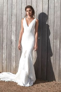 White bride dresses. All brides dream about having the most suitable wedding, however for this they need the most perfect wedding dress, with the bridesmaid's outfits enhancing the brides-to-be dress. These are a variety of ideas on wedding dresses.