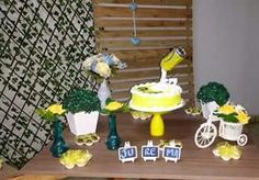 Decor amarela e azul bolo skol feminino @decoracaofestasafetivas