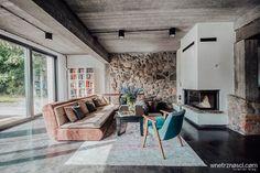 """Wnętrzności - wnętrza i życie na Instagramie: """"Dzień dobry! Skoro już jesteśmy przy wspominkach to grzechem byłoby nie wspomnieć o @folwark_bielskie 💙 Wygrzalibyśmy teraz tam swoje dupki…"""" Country Style, Conference Room, Table, Furniture, Poland, Design, Home Decor, Living Room, Rustic Style"""