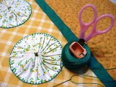 A Quilter Awakens: Big YO YOs edged with blanket stitch Quilting Tips, Quilting Projects, Sewing Projects, Fabric Art, Fabric Crafts, Sewing Crafts, Quilt Tutorials, Sewing Tutorials, Quilt Patterns