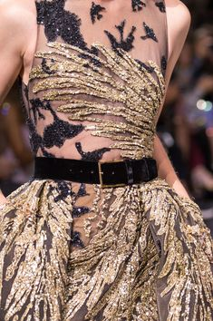 Rosamaria G Frangini High Fashion Details Elie Saab at Couture Fall 2016 - Details Runway Photos Style Haute Couture, Couture Details, Fashion Details, Couture Fashion, Runway Fashion, Trendy Fashion, High Fashion, Fashion Show, Fashion Design
