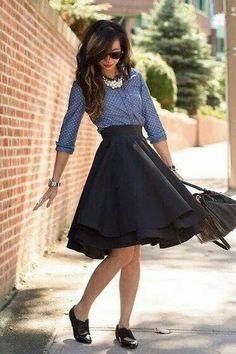 Falda circular y azul circundante