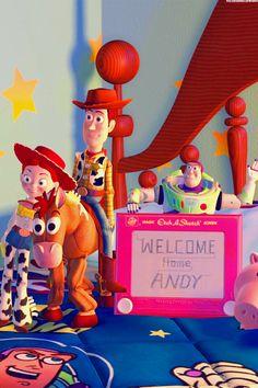 Toy Story phone backgrounds (set Feel free to use it. Disney Pixar Movies, Kid Movies, Disney Toys, Disney And Dreamworks, Anna Disney, Cute Disney, Disney Magic, Walt Disney, Woody Y Buzz