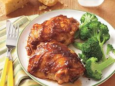 Chicken with Peanut-Butter Barbecue Sauce - Finishing chicken in a slow cooker helps it to be moist and flavorful, not dried out and tough. This barbecue sauce might just be your new favorite recipe. Crockpot Dishes, Crock Pot Slow Cooker, Crock Pot Cooking, Slow Cooker Chicken, Fun Cooking, Slow Cooker Recipes, Crockpot Recipes, Chicken Recipes, Cooking Recipes