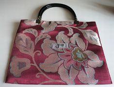 着物の帯を使ったバッグです。 ハンドメイド、手作り、手仕事品の通販・販売・購入ならCreema。