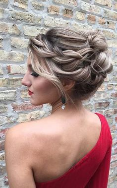 11 Homecoming Hairstyles That'll Steal the Night - Hair Styles 2019 Prom Updo, Homecoming Hairstyles, Prom Hair, Bob Hairstyles, Braided Hairstyles, Wedding Hairstyles, Night Hairstyles, Curly Ponytail, Elegant Updo