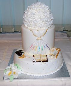 La torta per la Cresima deve mantenersi spirituale anche nella decorazione  non è semplice,
