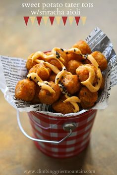 sweet potato tater tots with sriracha aioli. Holy mother of snack food. Appetizer Recipes, Snack Recipes, Cooking Recipes, Appetizers, Potato Recipes, Healthy Recipes, Think Food, I Love Food, Sweet Potato Tater Tots