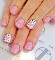 Don't worry if you are a beginner and have no idea about the nail designs. These pink nail art designs for beginners will help you get ready for your date Fancy Nails, Love Nails, Trendy Nails, My Nails, Hair And Nails, S And S Nails, Cute Pink Nails, Heart Nail Art, Heart Nails