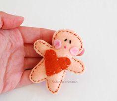 Spilla biscotto pan di zenzero, feltro,natale, regalo, rosso, accessori, bambini,fatto a mano