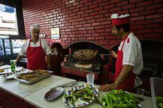 Erzurum denilince ilk akla gelen yemek CAĞ KEBABI oluyor. Erzurum'a gidip Cağ kebabı yemeden ...