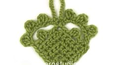 DROPS Crocheting Tutorial: How to work a Christmas heart In this DROPS video we show how to crochet the Christmas heart in DROPS Extra This heart is made in DROPS Alaska, but in the video we crochet with a thicker yarn, DROPS Eskimo. Garnstudio Drops, Drops Patterns, Christmas Hearts, Crochet Potholders, Thick Yarn, Drops Design, Crochet Videos, Valentine Crafts, Crochet Clothes