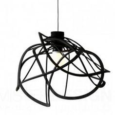 De Bloom Hanglamp van Hiroshi Kawano voor Ligne Roset. Er is ook een vloerlamp, beide beschikbaar in zwart en wit.