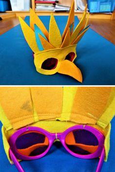 Eine selbst gebastelte Vogelmaske für Karneval oder Fasching. DIY für ein Papageien Kostüm oder einen Fantasie Vogel. Aus Filz ausgeschnitten und einfach auf ein Sonnenbrillengestell genäht. Ideal für Kinder, Damen, Herren und sogar den Straßenkarneval. Mit einfachen Mitteln so eine tolle, recht robuste Verkleidung!