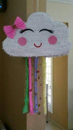 piñata de nube ,elaborada con cartón y papel krepe Birthday Pinata, Rainbow Birthday Party, Unicorn Birthday Parties, Birthday Diy, Unicorn Party, Rainbow Pinata, Donut Decorations, Towel Crafts, Butterfly Baby