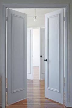 baseboards styles,baseboard styles modern,baseboard styles photos,baseboard styles molding styles,casings and baseboards styles Main Door Design, Entrance Design, Baseboard Styles, Baseboard Ideas, White Wood Stain, Modern Baseboards, Glass Door Knobs, Architrave, Door Makeover