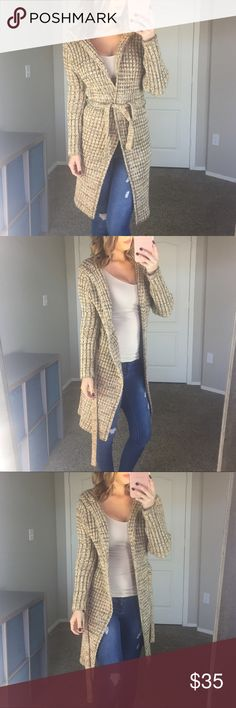 """Marbled Gold & Tan Cardigan Size Large •Excellent Condition size Large, no tag •Please use the """"Offer"""" button for all offers •No Trades or Lowball Offers •Any questions please feel free to ask below  M y  S t a t s - 34-25-35 Sweaters Cardigans"""