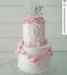 #Repost @bombocadobolosfinos with @repostapp ・・・ Apaixonante esse bolo de batizado   #bombocado  #bombocadobolosfinos