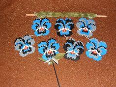 Voorbeeldkaart - Bügelperlen stiefmütterchen mobile...und blumenstecker - Categorie: HomeDecoratie - Hobbyjournaal uw hobby website