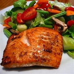 Melt-in-Your-Mouth Broiled Salmon Recipe Fresh salmon, broiled in a sharp, snappy herb butter sauce, truly melts in your mouth. Fish Recipes, Seafood Recipes, Great Recipes, Cooking Recipes, Favorite Recipes, Healthy Recipes, Healthy Foods, Fish Dishes, Seafood Dishes