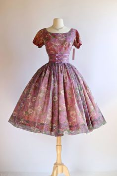 Vintage 1950s dress at Xtabay Vintage.