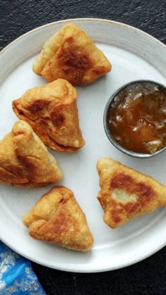 From gnocchi to pupusas to pierogis and beyond, there is no wrong way to get your dumpling on. Recettes de cuisine Gâteaux et desserts Cuisine et boissons Cookies et biscuits Cooking recipes Dessert recipes Snacks, Snack Recipes, Cooking Recipes, Healthy Recipes, Healthy Drinks, Cooking Food, Burger Recipes, Pizza Recipes, Potato Recipes