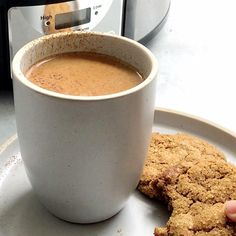 This Homemade Crock Pot pumpkin latte is EASY to make and is my go-to drink when entertaining in the fall or winter. Made with REAL ingredients from your pantry. Everyone loves it and amazed that it is made in a slow cooker. #pumpkinspice #fallfood #slowcooker #crockpot Homemade Pumpkin Spice Latte, Pumpkin Spiced Latte Recipe, Pumpkin Spice Coffee, Crockpot Dessert Recipes, Crock Pot Desserts, Real Food Recipes, Drink Recipes, Best Comfort Food, Comfort Foods