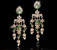 ideas for bridal earrings emerald jewels Gold Jhumka Earrings, Indian Earrings, Bridal Earrings, Bridal Jewelry, Jewelry Gifts, Gold Jewelry, Indian Wedding Jewelry, Jewellery Sketches, India Jewelry