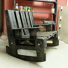 Pallet Designs For the manufacture of a rocking chair using two pallets, plywood 21 mm, oil wax… - Long wanted a rocking chair. Made of repurposed pallets and plywood. Pallet Crates, Old Pallets, Recycled Pallets, Wooden Pallets, Wooden Diy, Pallet Benches, Pallet Patio, Pallet Wood, Diy Pallet Furniture